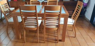 mesa y 8 sillas de madera de calidad