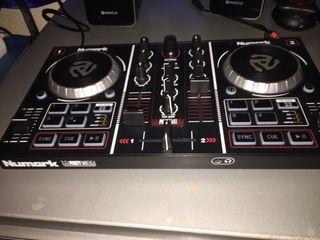 Controladora dj numark party mix