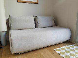 Sofá cama compacto y convertible en cama doble