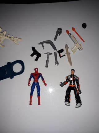 muñecos y diferentes accesorios