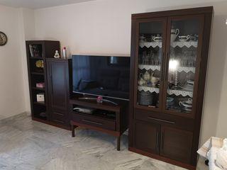 Mueble de Salón más Mesa con 4 sillas Gratis!