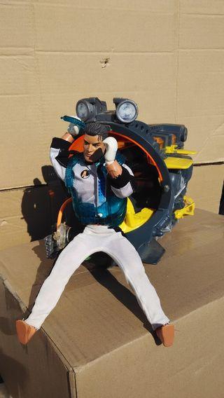 muñeco accionman y submarino