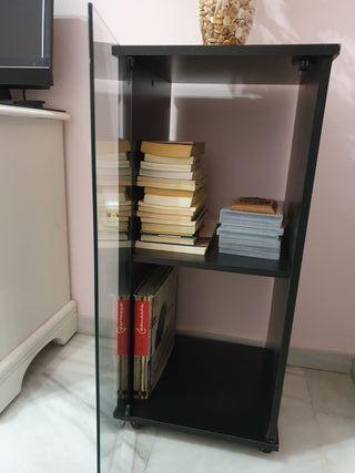 mueble de madera negro y cristal