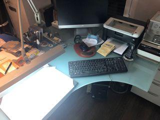 Mesa de oficina de directivo en cristal y aluminio