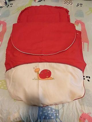 Saco de silla bebe en color rojo unisex