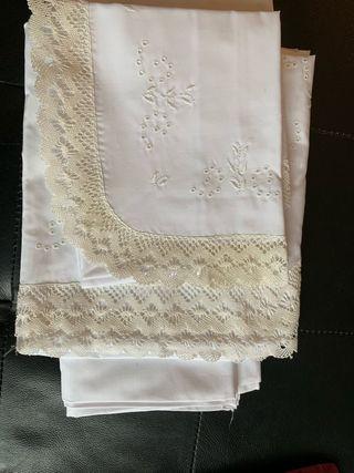Conjunto clásico de ropa de cuna