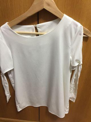 Blusa de seda blanca en manga corta