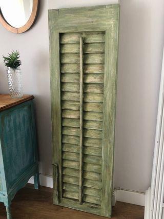 Porticón restaurado verde oliva