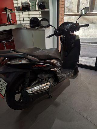 Honda SH 300 Sport