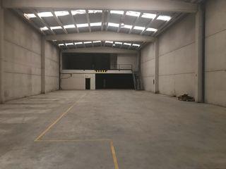 Se alquila nave en monzon, 1000 metro cuadrados de nave + oficinas con calefacción radiante