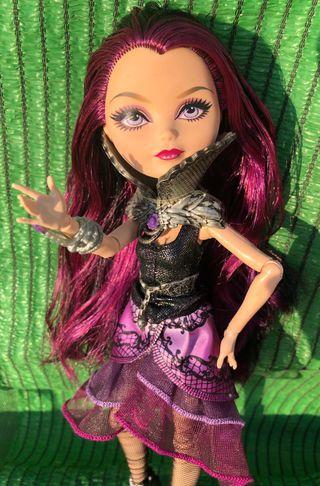 Muñeca raven queen hija de maléfica
