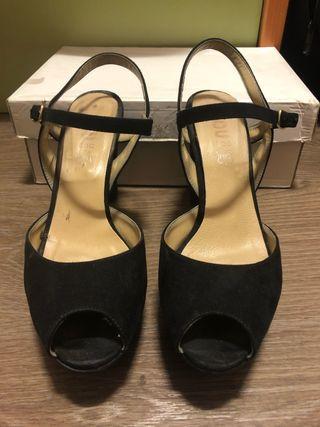 Zapato tacón negro ante