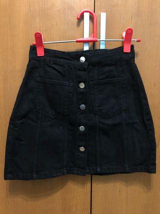 Falda vaquera negra con botones