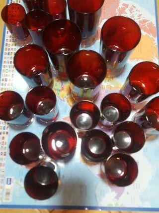 Copas vintage rojas de crital