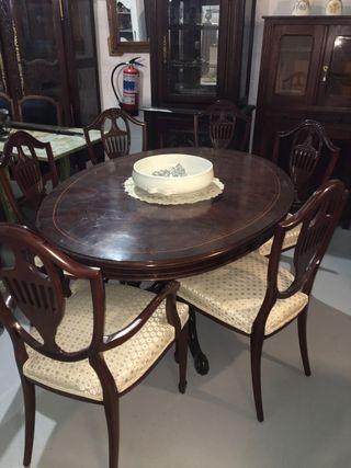 Conjunto de comedor mesa-sillas-aparador