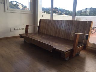 Sofá madera industrial con ruedas