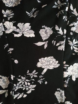 Vestido negro flores talla M Inside