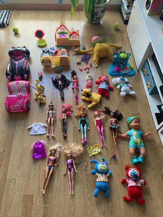 LOTE JUGUETES DE TODO TIPO (muñecas, pin y pon...)