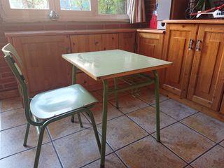 Mesa y silla cole