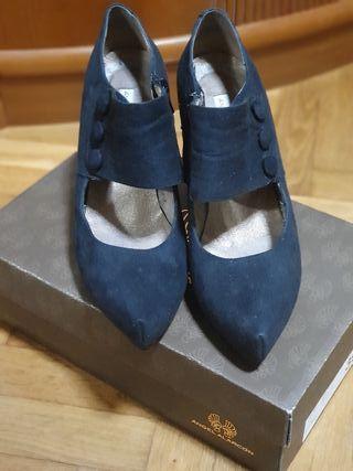 Zapato de ante negro de tacón