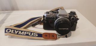 Camara fotografica y trípode