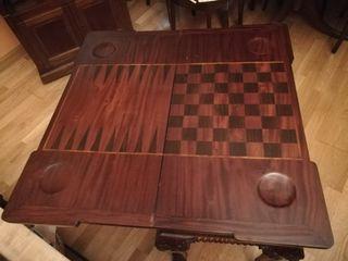 mesa de juegos clasica antigua.
