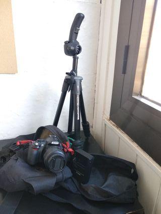 Cámara Reflex Nikon D3100, trípode y 2 objetivos