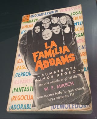 Libro de bolsillo coleccionistas The Addams Family