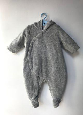 Mono buzo abrigo bebé GAP. 3 a 6 meses.