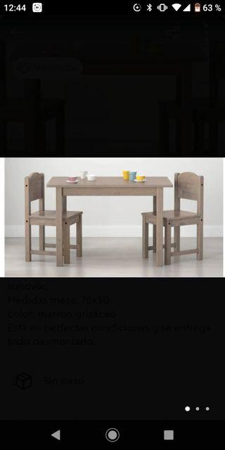 mesa infantil + dos sillas .