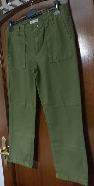 Pantalón cargo kaki Pull&Bear (Talla 34)