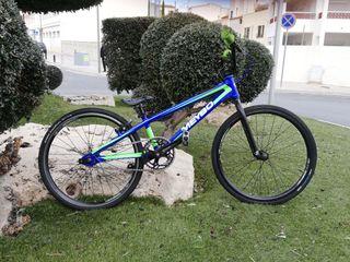 bicicleta bmx race junior Meybo.