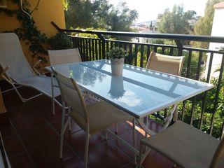 conjunto de jardin 4 sillas y mesa y tumbona
