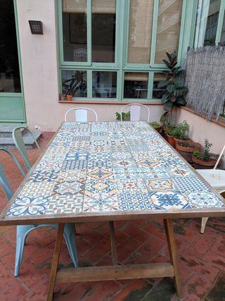 Mesa exterior + 6 sillas aluminio de colores