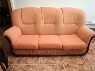 Sofá cama y sillón individual a juego.