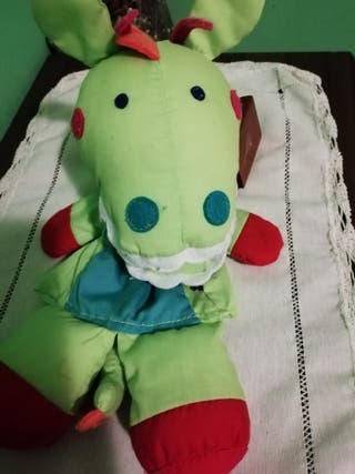 Marioneta dragón. imaginarium