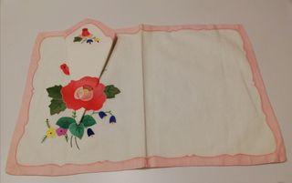 Mantel individual de hilo con estampado floral