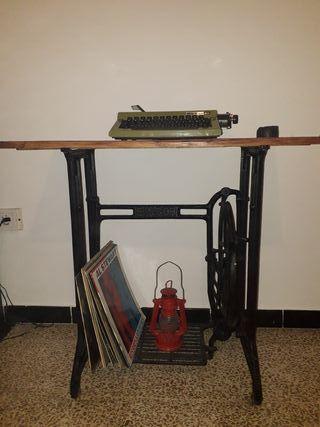 MESA con pie de máquina de coser SINGER