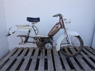 Ciclomotor marca Peugeot REF_V018