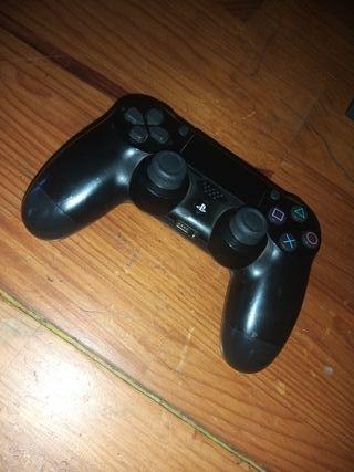 PS4 1TB + MANDO VENDO O CAMBIO