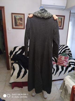 Abrigo gris de paño con cuello de pelo de quita y