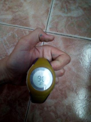 vendo reloj morado y amarillo de niña