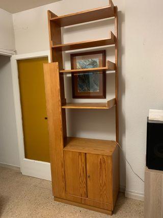 Mueble de madera de pino