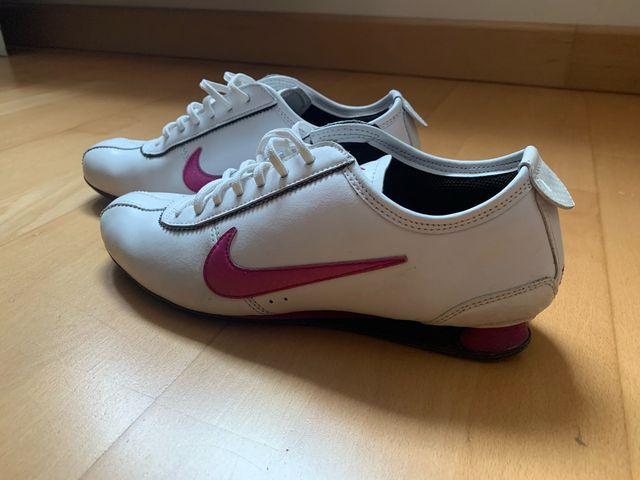 teoría gobierno silbar  Nike 2 muelles de segunda mano por 25 € en Ocaña en WALLAPOP