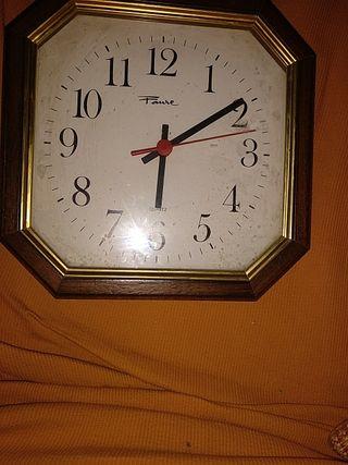 reloj Quarz medidas 23x23cm