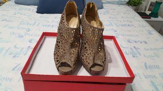 Sandalia color marrón