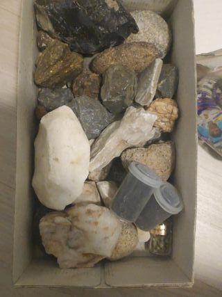 colección de minerales de varios tipos