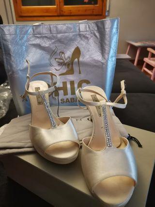 zapatos novia con Swarovski marca Albano