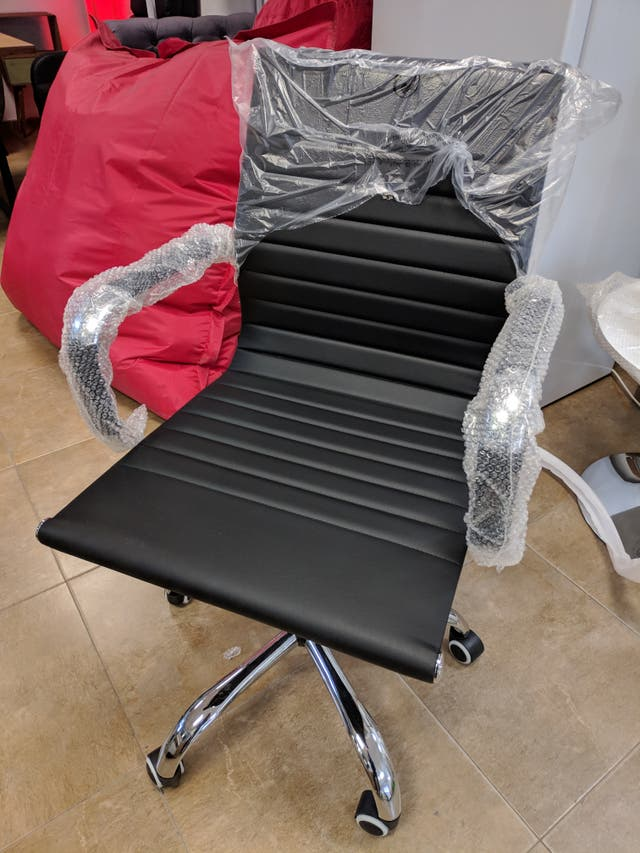 Silla de escritorio nueva negra piel