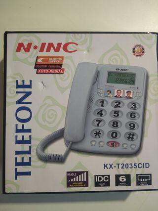 Teléfono con números grandes.
